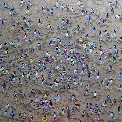 [A0258-0038] Sand play
