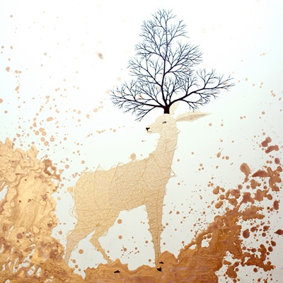 [A0294-0027] WHITE DEER-PROTECTIVE COLORING_Spread(s+gold)