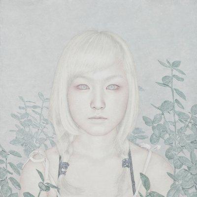 [A1094-0011] White woman